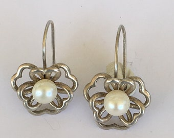 A vintage pair of 925 marked silver and hook pearl earrings with FREE WORLDWIDE SHIPPING