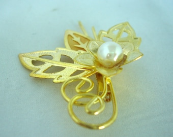 Vintage Brooch - Pin - Filigree Leaves with Pearl- Gold Metal - Fashion Jewelry -  White Bead Pearl