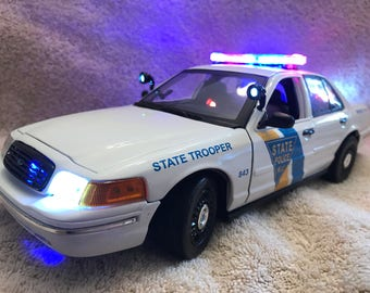 1/18 scale New Jersey State Police Dept  die cast model Police Car replica with working lights and 4 tone siren
