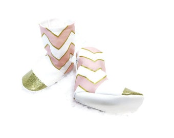 Chevron baby booties, baby booties, baby shoes, baby shower gift, pink baby booties, baby gift, baby girl shoes, unique baby gift, moccs