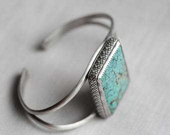 natural american mined turquoise. candelaria gemstone cuff bracelet. antique oxidized sterling silver jewelry. snakeskine. southwestern