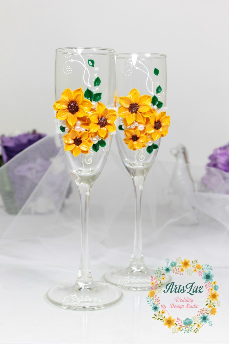 The bright and sunny floral design of this stunning sunflower champagne glasses adds warmth