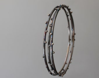 Hoop bracelets in sterling oxidized silver with microgranulation