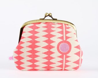 Metal frame purse with two sections - Kuki to Tane in neon pink - Pop up /Japanese fabric / Purple red pink zigzag
