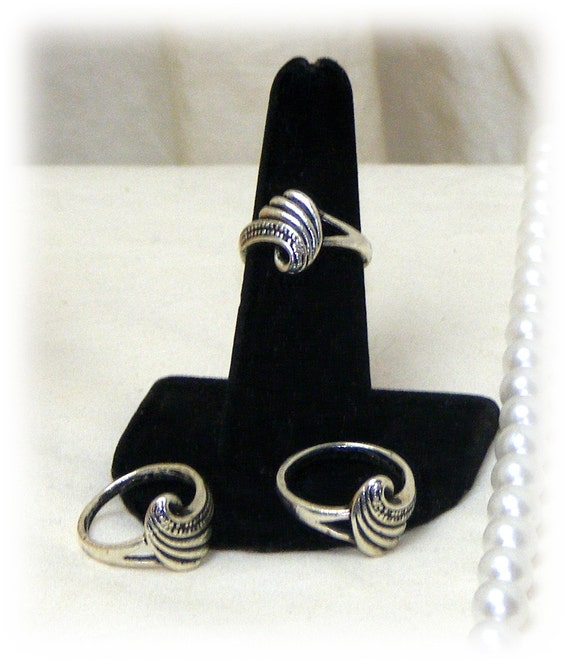 CUTE SILVER Swirl Ring . . size 6 . . Tibetin Silver    (Ladies Ring)