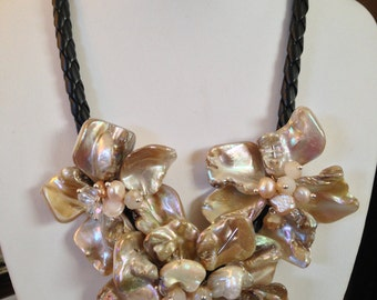 """Beautiful Natural MOTHER OF PEARL 18"""" Shell Flower Pendant Necklace"""