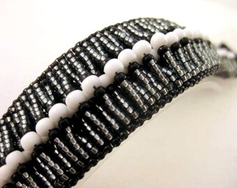 Peyote Bracelet  / Seed Bead Bracelet in Black, White and Silver / Beaded Bracelet / Statement Bracelet / Beadwoven Bracelet / Classic