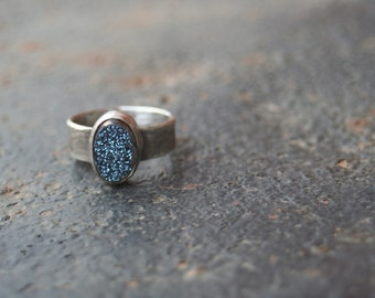 Titanium Midnight BLUE Agate Druzy Bezel Setting Oxidized Sterling Silver Lizard Textured Ring SIZE 6.25