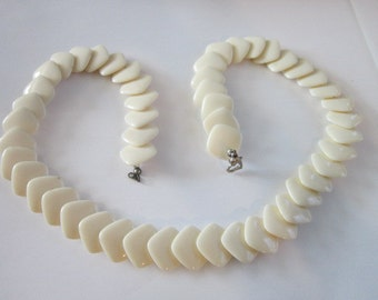 Vintage Retro Cream Thermoset 23 inch Necklace
