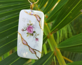 Porcelain pendant - Tiny pink rose and gold accents