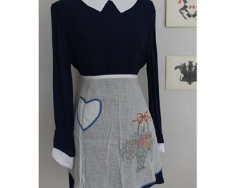 Vintage Handmade Hand Embroidered Hostess Apron With Heart Pocket