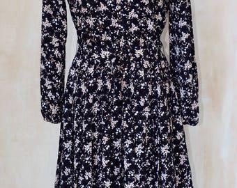 Black floral,pleated dress,long sleeved,elastic waist ,belted,shaped high collar,lightweight ,summer,evening,feminine