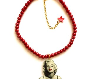 Marilyn Monroe, American actress, model, Red glass beaded collar, choker, Sexy, Gold, Pearl beads necklace, Pop art, Art, Vintage Retro