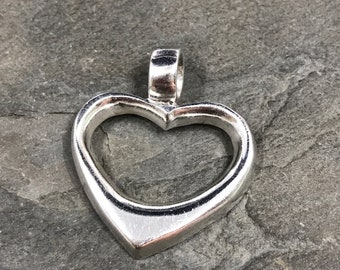 Vintage sterling silver pendant, heart shaped, fine 925 silver heart, stamped 925 Mexico TH-40