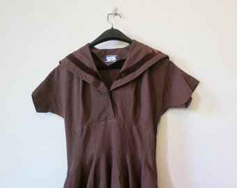 70s Sportlane Deb dress, sailor's collar, flared full circle skirt, short length,XXS 6, brown pincheck, metal zip, rock 'n roll, 318/58