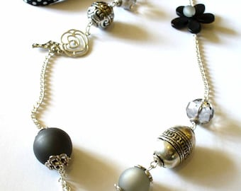Black elegance necklace Kit and its instructions