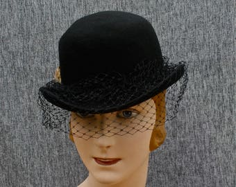 vintage French bowler hat with fascinator & feather, black wool hat with veil, pure wool derby hat made in France, vintage French fashion