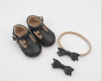 Baby leather moccassins / Baby mary janes / soft soled shoes / leather baby shoes / black baby shoes / baby moccs