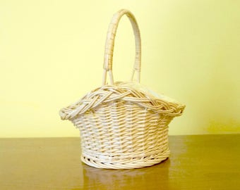 Wicker Basket; Lined With Handle; Blonde; Approx. 4.5 x 5 inches; 8 Inches Tall Including Handle