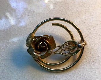 Vintage Sarah Coventry  Signed Brooch Gold Tone Rose Leaf double Circle Wire Pin