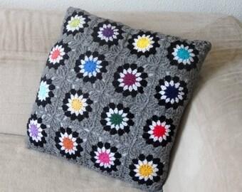 Housse de coussin en crochet et tissu / multicolore / gris