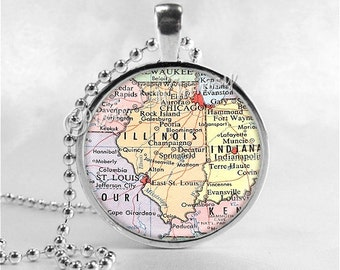 ILLINOIS MAP Pendant, Illinois Map Necklace, Illinois Pendant, Illinois Charm, Illinois State, Vintage Illinois Map, Glass Photo Art Pendant