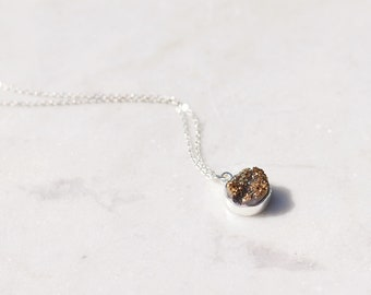 Druzy Pendant Geode Necklace Silver Plated Chain.  Crystal Pendant set in silver plating. Sparkly crystal necklace