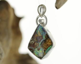 Boulder Opale Silver pendant. Natural stone.