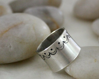 Sterling Silver Scalloped Ring - SALE - size 7.5