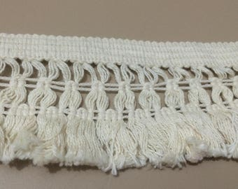 Lace and 8 cm wide cotton tassel