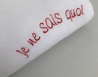 je ne sais quoi -Embroidered T-Shirt