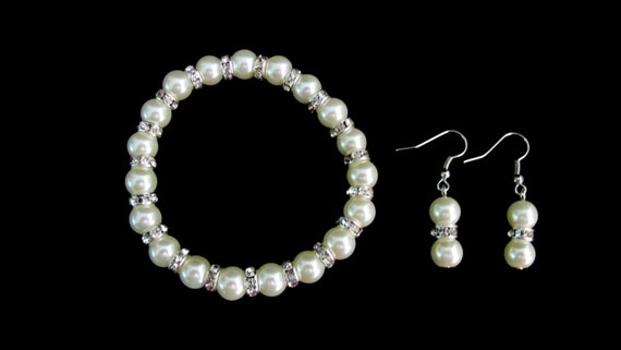 Ivory Pearls Stretchable Bracelet Earrings Set Wedding Set Bridesmaid Pearl Set Flower Girl Jewelry Free shippin In USA