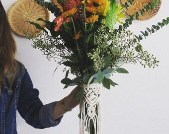 Shut Up, Kiss Me, Hold Me Tight / / macramé Bouquet Wrap, jupe de plante, Vase Wrap