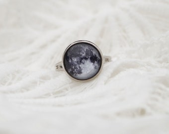 Moon Ring, Space Adjustable Ring, Custom Birth Moon Phase Jewellery, La Luna Solar System Jewelry, Science Gray Moon Cycle, Lunar Eclipse