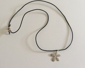 Vintage 925 Sterling Silver Flower Necklace