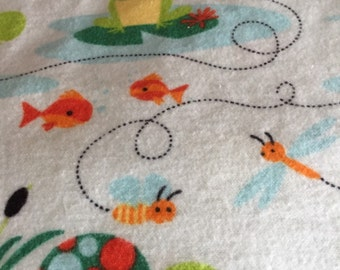 A frog print fitted crib /toddler sheet