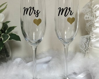 Mr and Mrs toasting flutes, champagne flutes, mr and mrs, wedding toasting glasses, personalized glasses, bride and groom