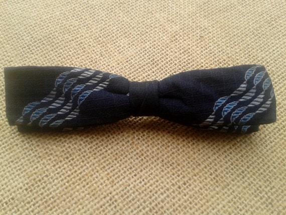 Authentic 50's Best Clip USA Men's Bowtie on Clip Navy Blue with Stripes Men's Fashion #sophieladydeparis