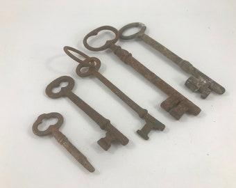 Set of 5 Vintage Rusty Skeleton Keys Great for Repurposing