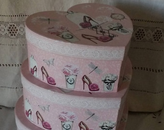 Set of 3 boxes / heart shaped box / shabby chic and romantic boxes / cardboard nesting boxes