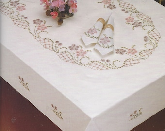 Daisy Lace Bucilla Stamped Loop Stitch Embroidery Tablecloth Kit 40331  Pre Finished Tablecloth For 60