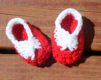 Christmas Booties, Baby Girl Shoes, Baby Bow Booties, Crochet Booties, Newborn Girl Shoes, Newborn Photo Prop, Red and White, Cute Shoes