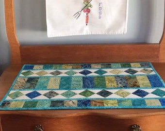 """Machine Quilted Batik Table Runner 16.5"""" x 26"""" Blue and Green Handmade"""