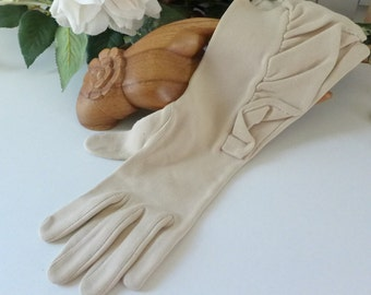Ruffled Vintage Gloves Ecru past the wrist Fashion Gloves light beige Small 50s 60s Stylish Formal Gloves Dress gloves