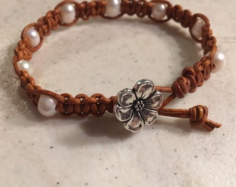 Brown Bracelet - Macrame Jewelry - White Pearl Gemstones - Leather - Fashion - Trendy - Beaded - Flower Button