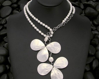 Mother-of-Pearl Flowers Lariat