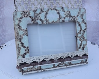 Shabby chic picture frame with lace.