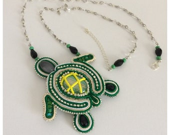 Necklace, pendant, green turtle, handmade in the House.