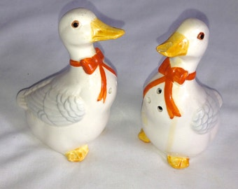 Vintage Lefton handcrafted ceramic S&P shakers salt pepper duck goose orange bow