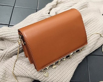 Crossbody snack chain bag with metal details